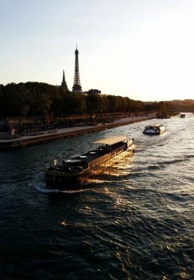 Used 2014-04-28 Eiffel Tower Barge sunset (Paris Paul) IMG_20140415_201235h Sunday Used